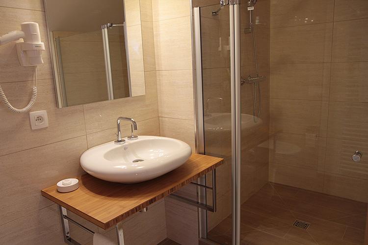 Salle de bain liege 28 images isolation en li 232 ge for Meubles salle de bain belgique